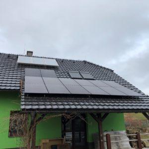 4,34 kWp + baterie 7,6 kWh Klient čerpal dotaci 155 000 Kč. Zlín