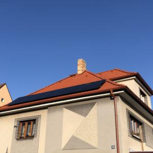 4,96 kWp + baterie 7,6 kWh Klient čerpal dotaci 155 000 Kč. Mělník